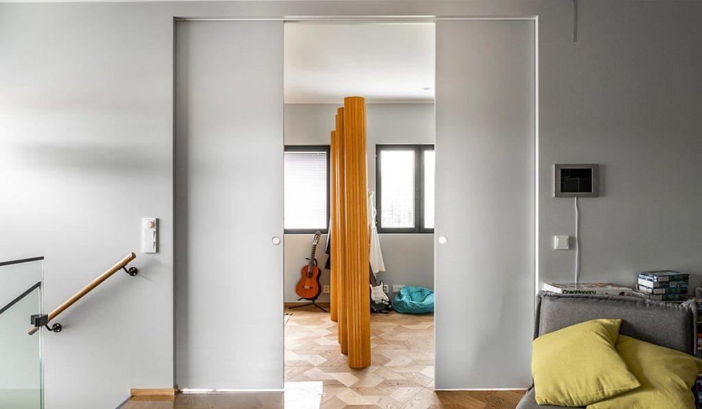 Schiebetüren als Raumteiler mit zwei Türblättern